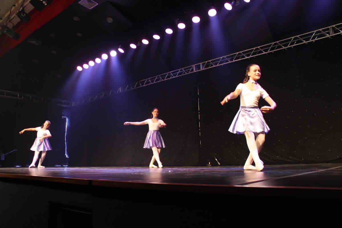 8d59f7b144 Ballet Clássico - Formação Turmas - 1º Ano e 4º Ano  ballet formacao